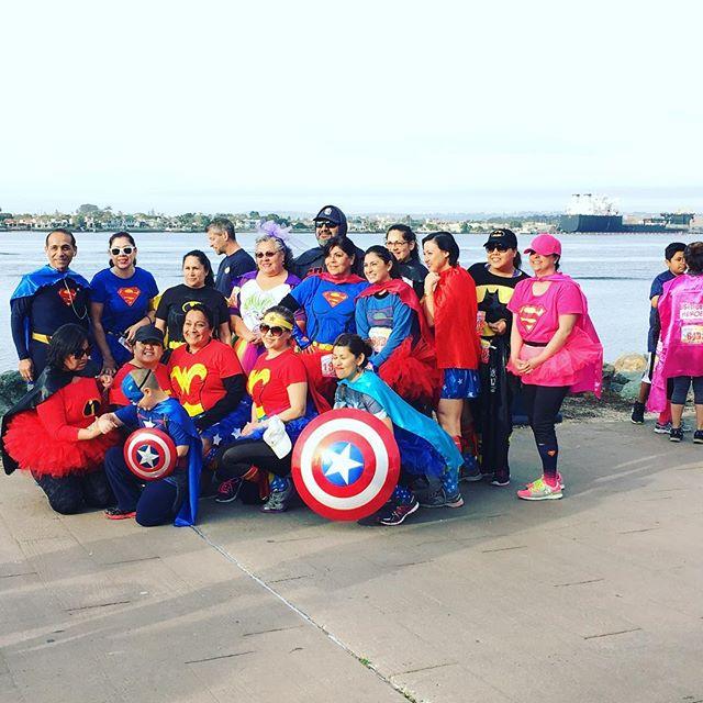 We are having a SUPER time at #thesuperrun in San Diego! 🏃🏻♀️🏃🏻 #sandiego #sandiegofitness #saturdaymorning #run #5k #hero #charity #giveback #fun