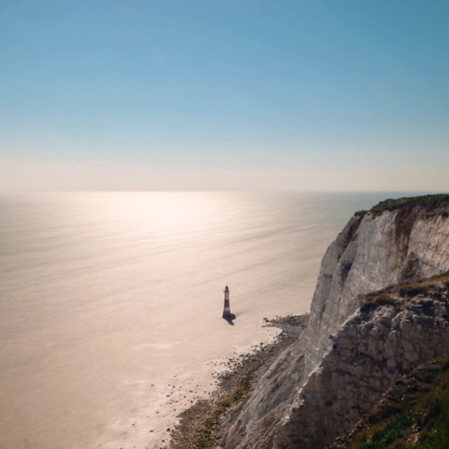 #lighthouse #cliff #sevensisters #seaview #visitengland #southcoast #sunnyday #worldwide_shot #eastbourne #dayout #longexpo #longexpoelite #longexpohunter #sea