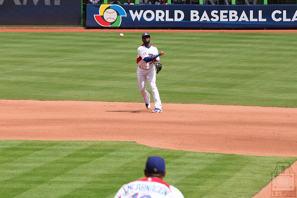 Reyes throws to Encarnacion