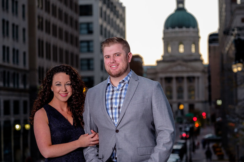 Downtown-Indianapolis-night-engagement-pictures-03.jpg