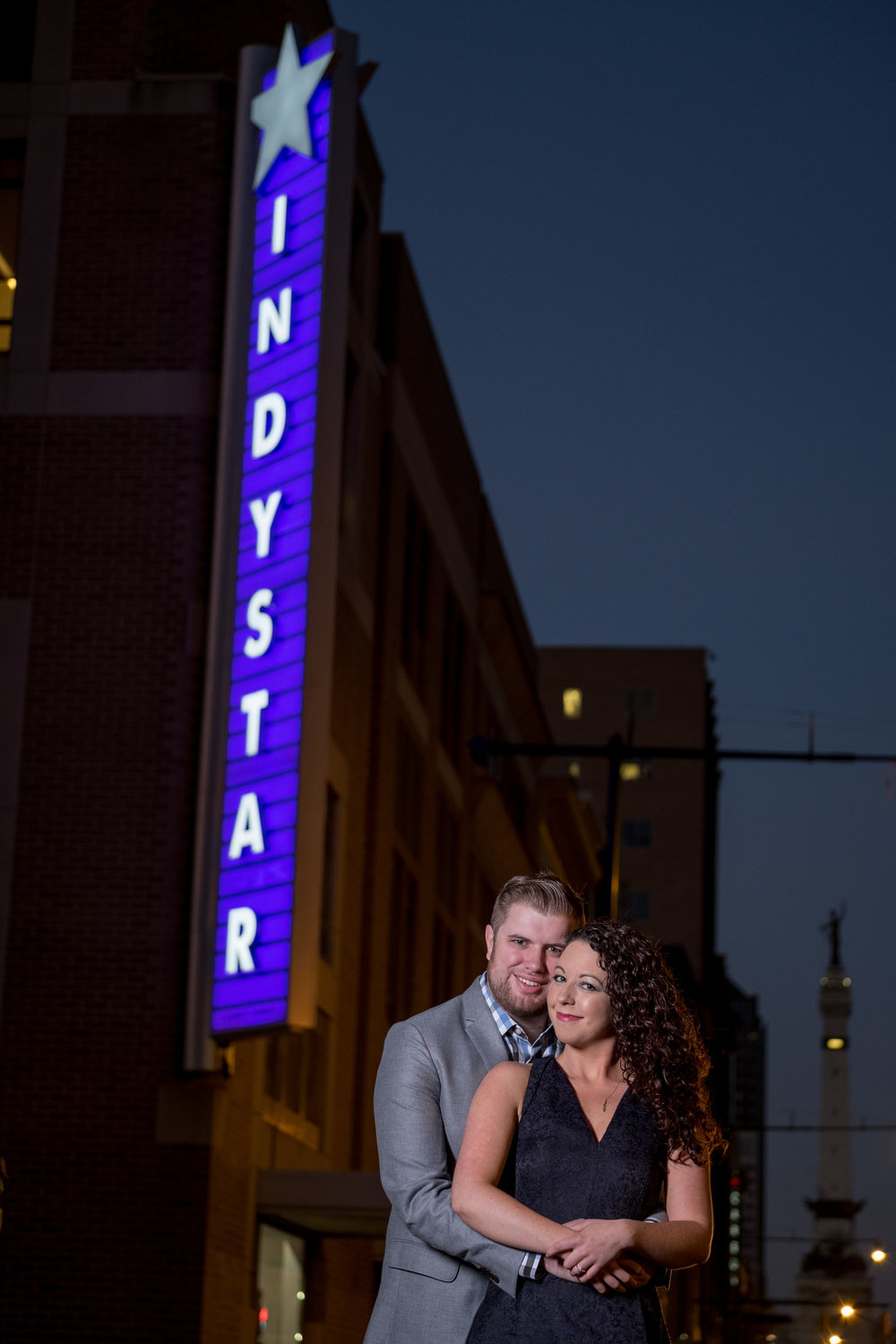 Downtown-Indianapolis-night-engagement-pictures-06.jpg