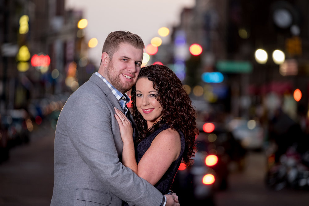 Downtown-Indianapolis-night-engagement-pictures-05.jpg