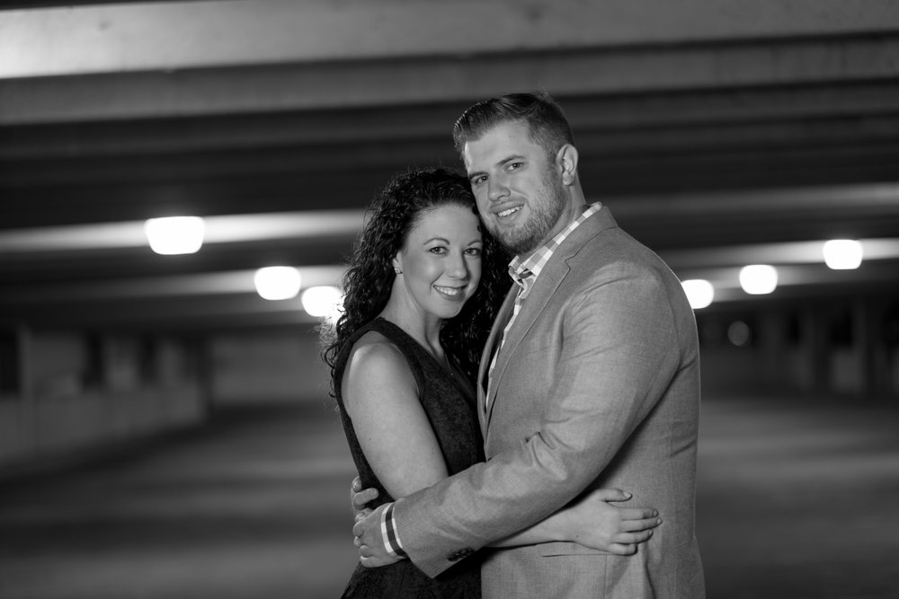 Downtown-Indianapolis-night-engagement-pictures-08.jpg
