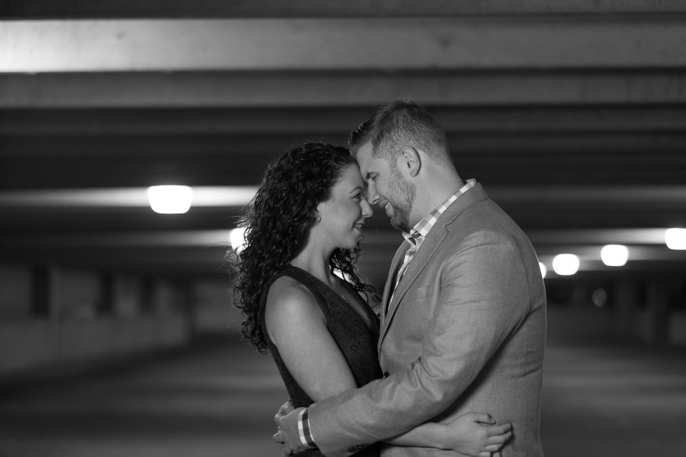 Downtown-Indianapolis-night-engagement-pictures-09.jpg