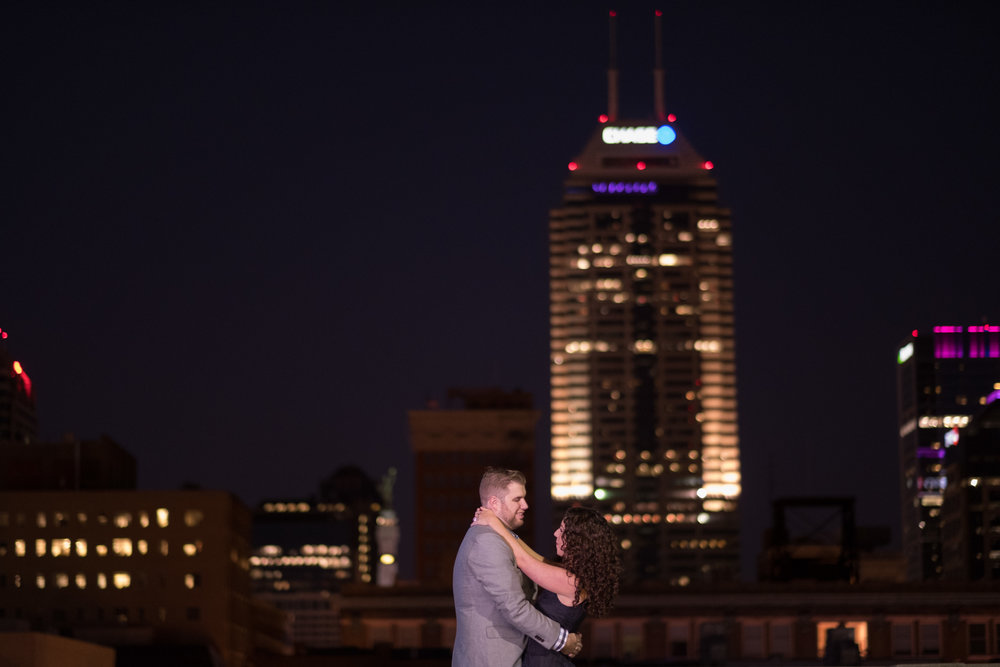 Downtown-Indianapolis-night-engagement-pictures-10.jpg