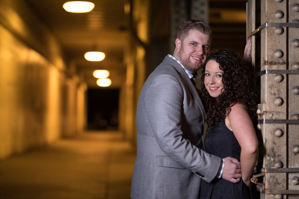 Downtown-Indianapolis-night-engagement-pictures-11.jpg