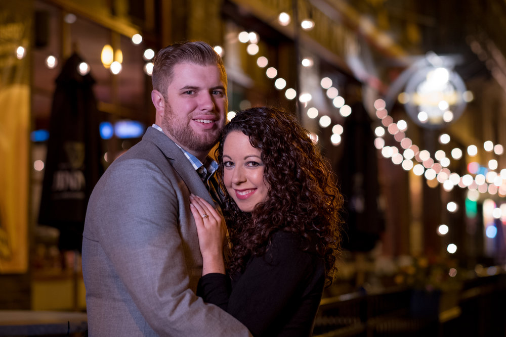 Downtown-Indianapolis-night-engagement-pictures-14.jpg