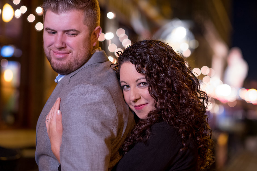 Downtown-Indianapolis-night-engagement-pictures-15.jpg