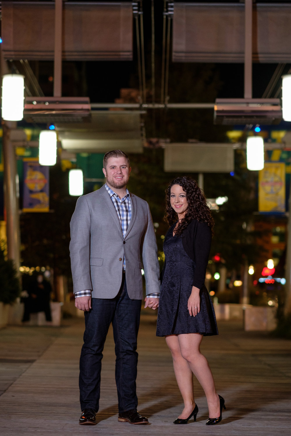 Downtown-Indianapolis-night-engagement-pictures-16.jpg
