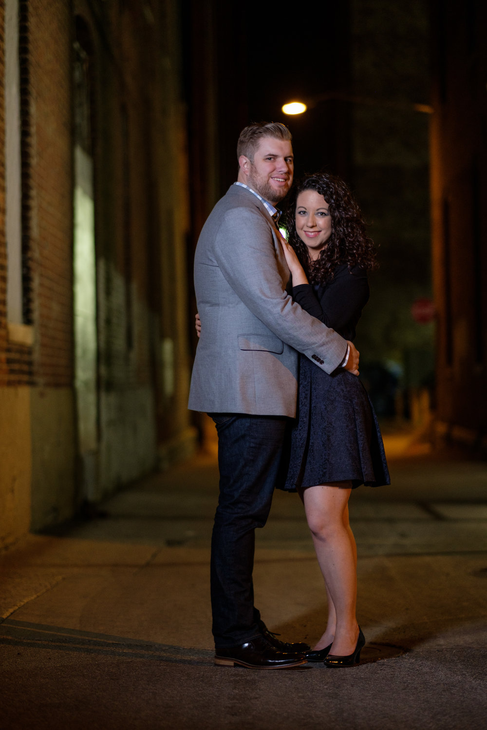 Downtown-Indianapolis-night-engagement-pictures-18.jpg