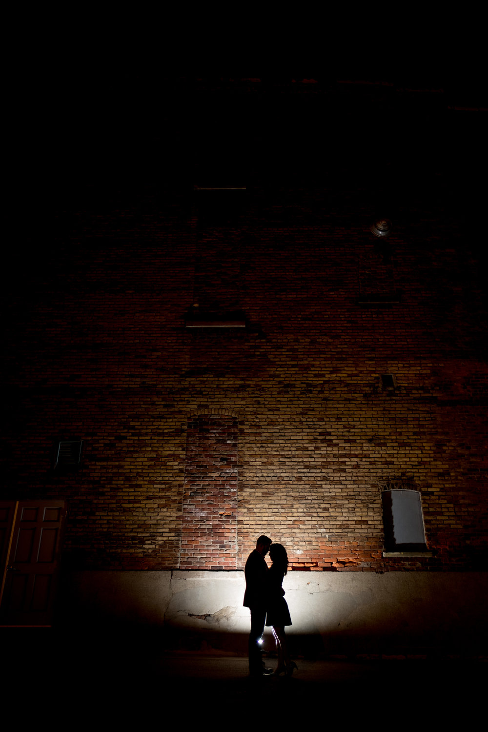 Downtown-Indianapolis-night-engagement-pictures-21.jpg