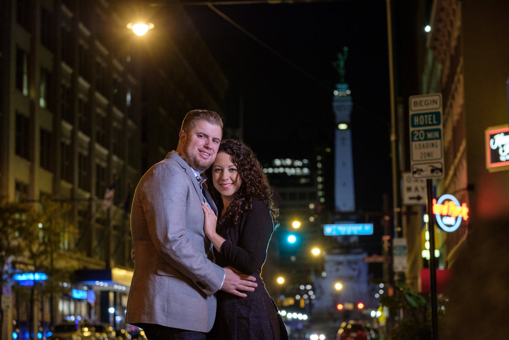 Downtown-Indianapolis-night-engagement-pictures-24.jpg