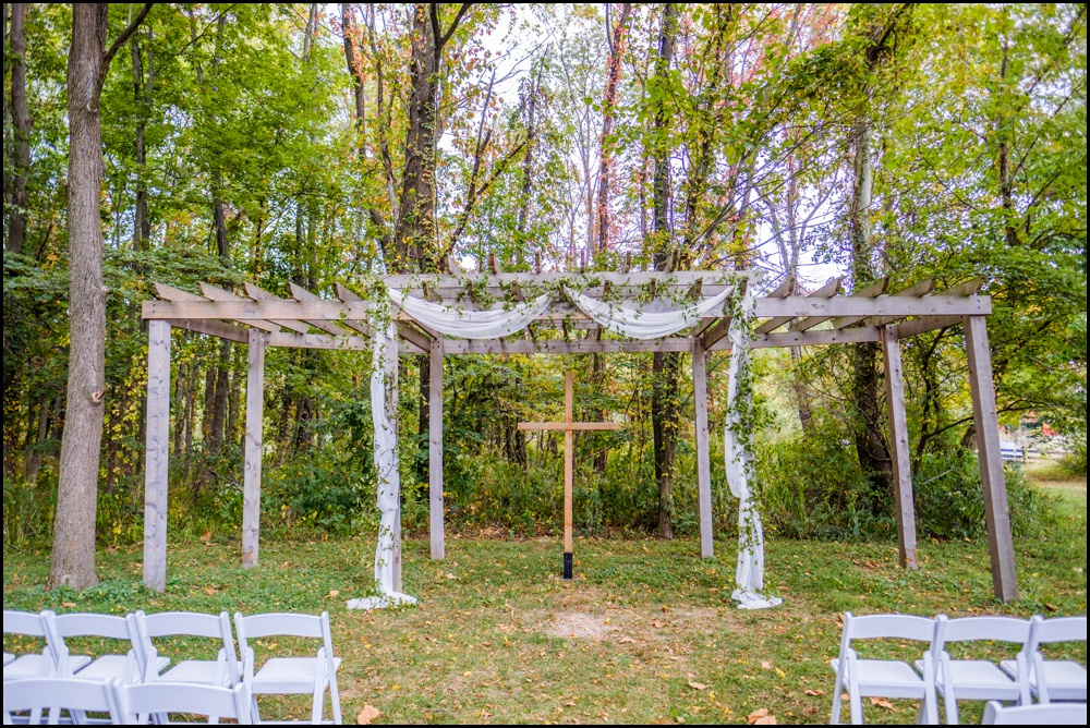 The-Barn-in-Zionsville-Wedding-Pictures_0010.jpg
