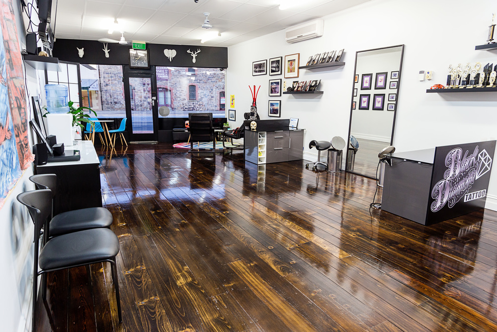 Tattoo shop layout images galleries for Tattoo shop design