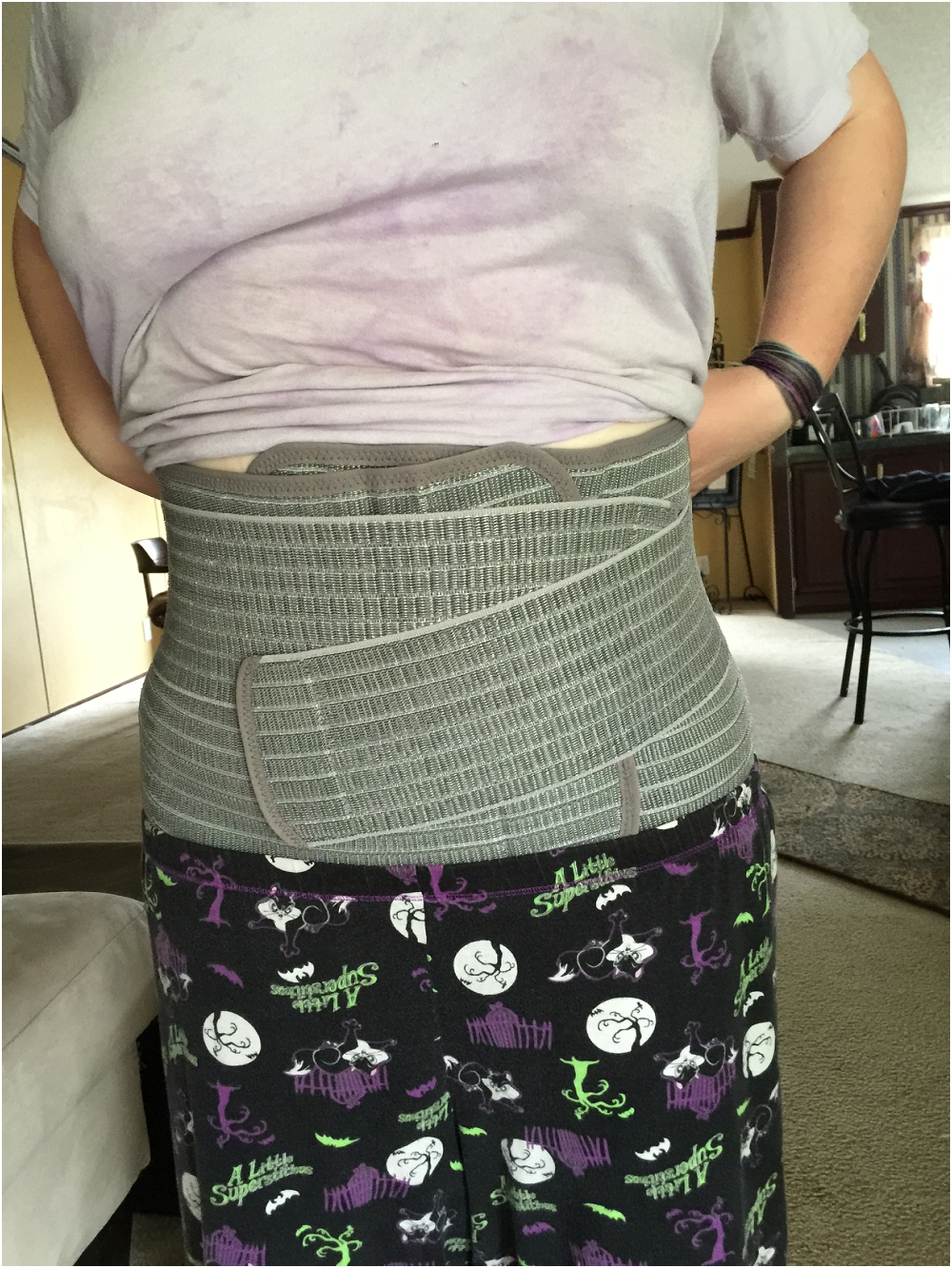 I wasn't exactly dressed to impress, but the Mamaway Belly Band was obviously slimming even on my first attempt to wear it! With additional practice, it was even more effective!