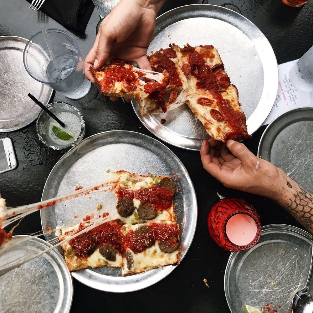 Best+Gluten-Free+Pizza+-+Via+313+by+www.tresgigi.jpeg