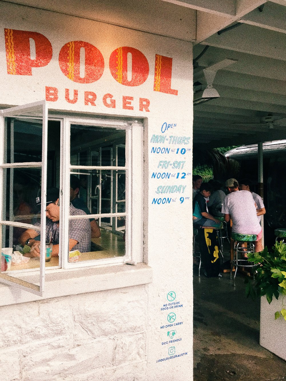 Best Cocktails in Austin - Pool Burger - www.tresgigi.com