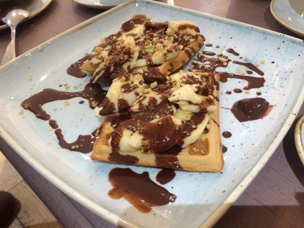 vegan_london_jaz_and_juls_chocolate_house_chocolate_banana_waffles.jpg