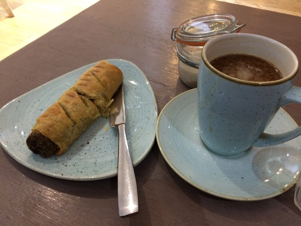 vegan_london_jaz_and_juls_chocolate_house_vegan_sausage_roll.jpg