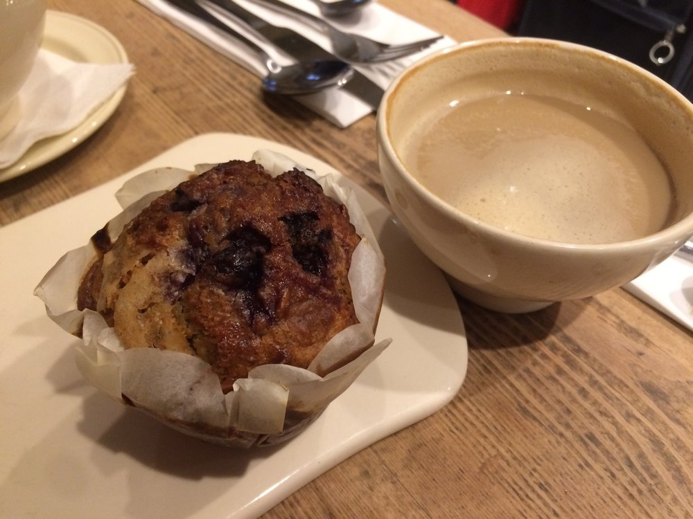 vegan_london_le_pain_quotidien_vegan_blueberry_muffin.jpg