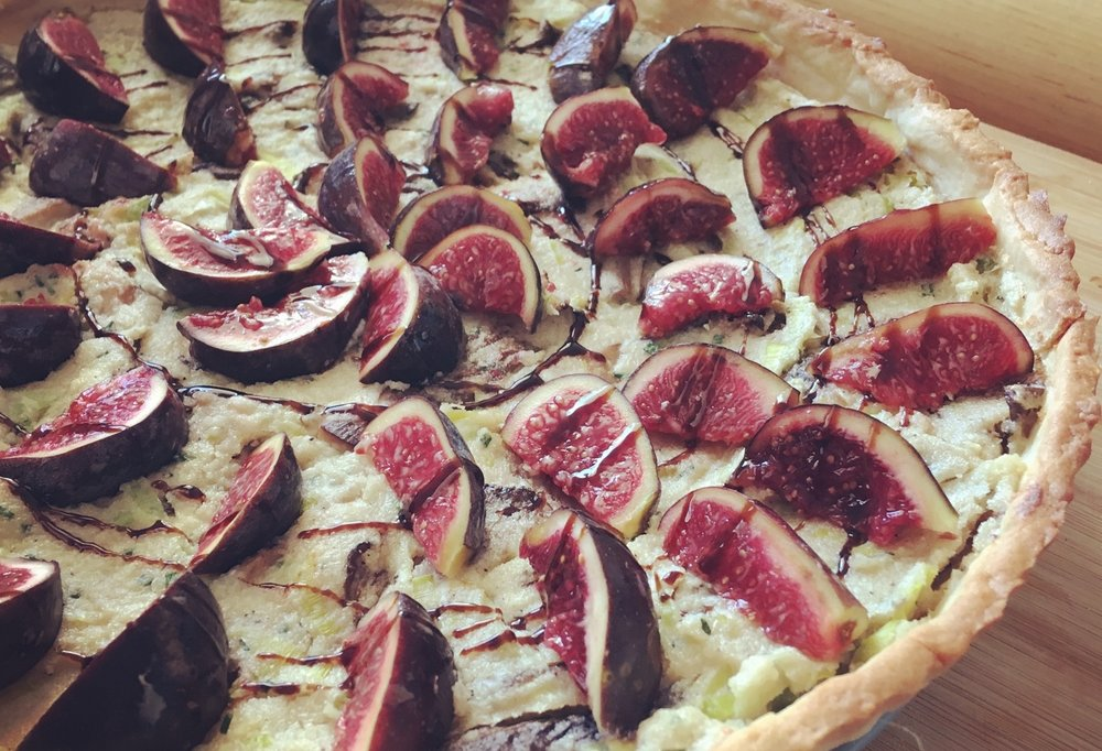 vegan_leek_mushroom_and_fig_tart_vegan_quiche_cropped.jpg