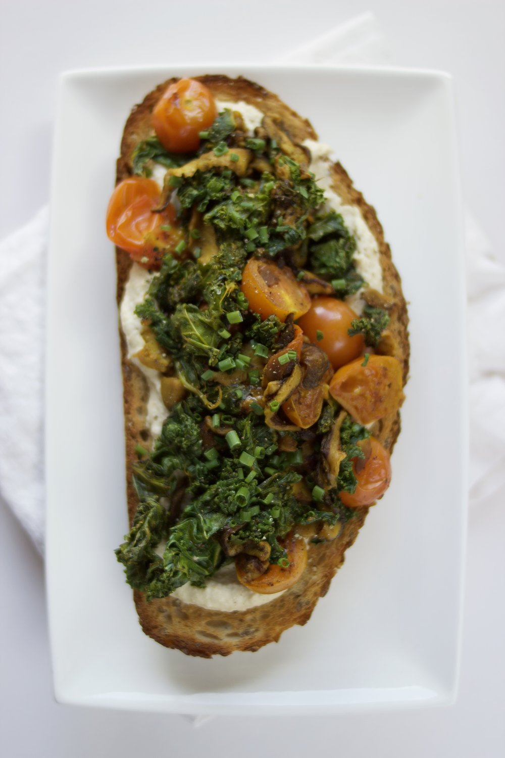 Simple vegan meal ideas: Hummus, kale, shiitake and turmeric toast | Brownble