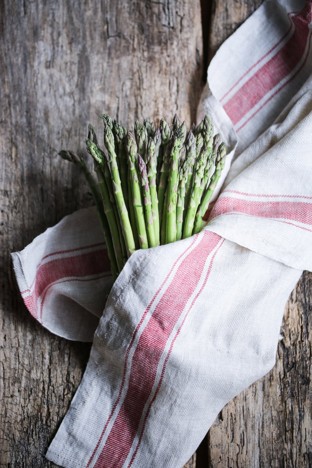 Favorite spring vegetables and how to cook with them | Tons of great vegan meal ideas using delicious fresh spring produce like peas, radishes, leeks, fennel, spring onions, artichokes, asparagus and more!
