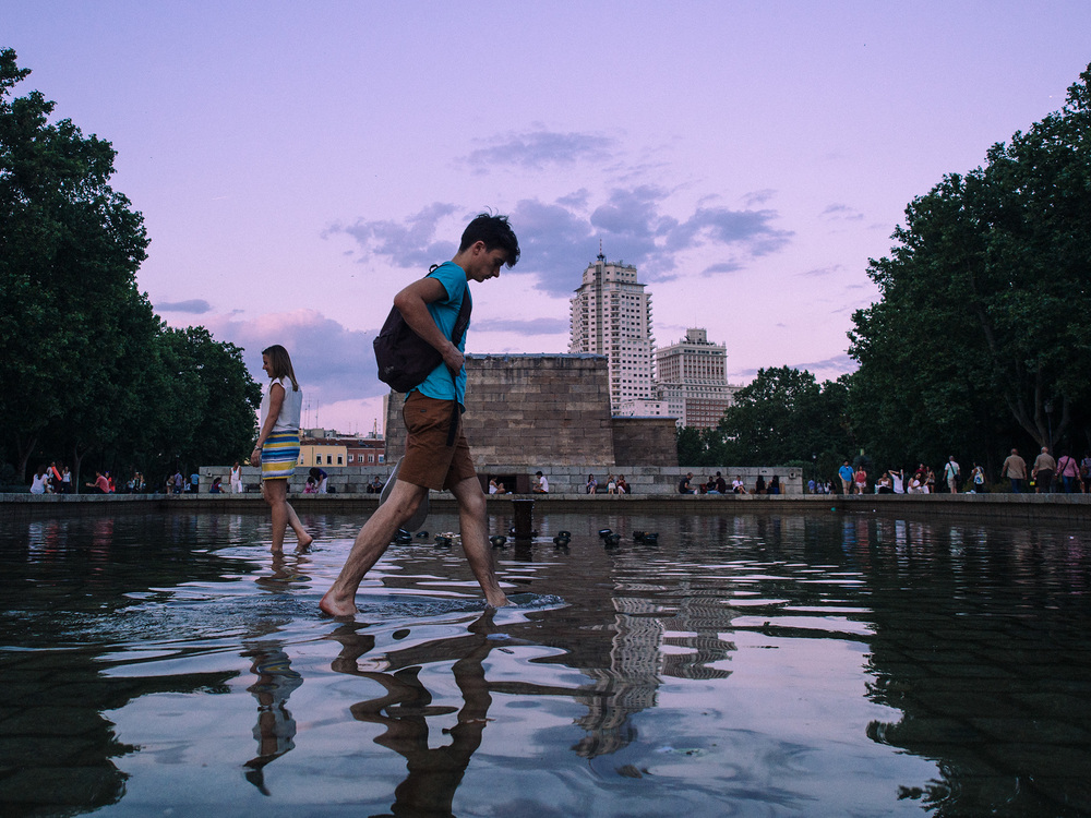 Cooling off at Madrid's oldest monument
