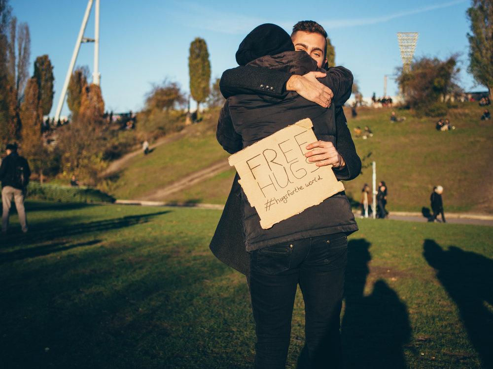 free-hugs-mauerpark