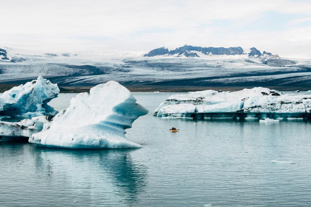 glacier-lagoon-kayaking
