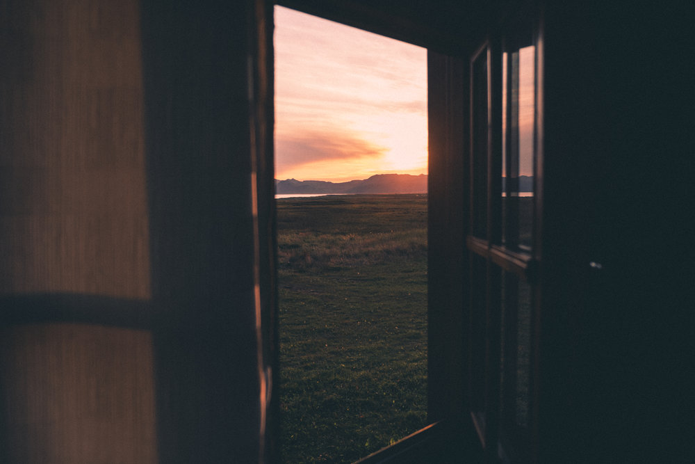 sunset-iceland-cabin