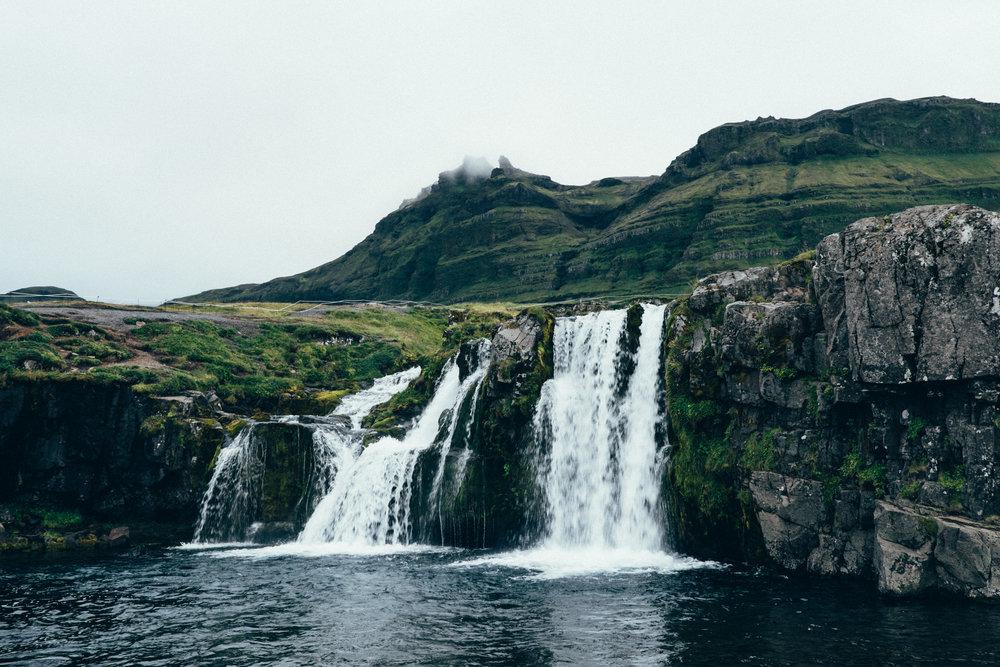 kirkjufell-waterfall-dusk-iceland