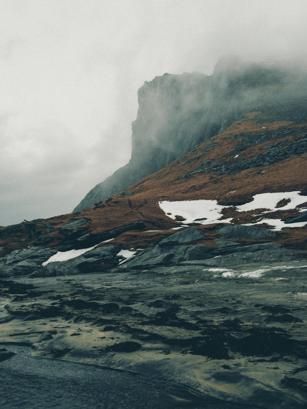cliffs-kvalvika-beach-lofoten