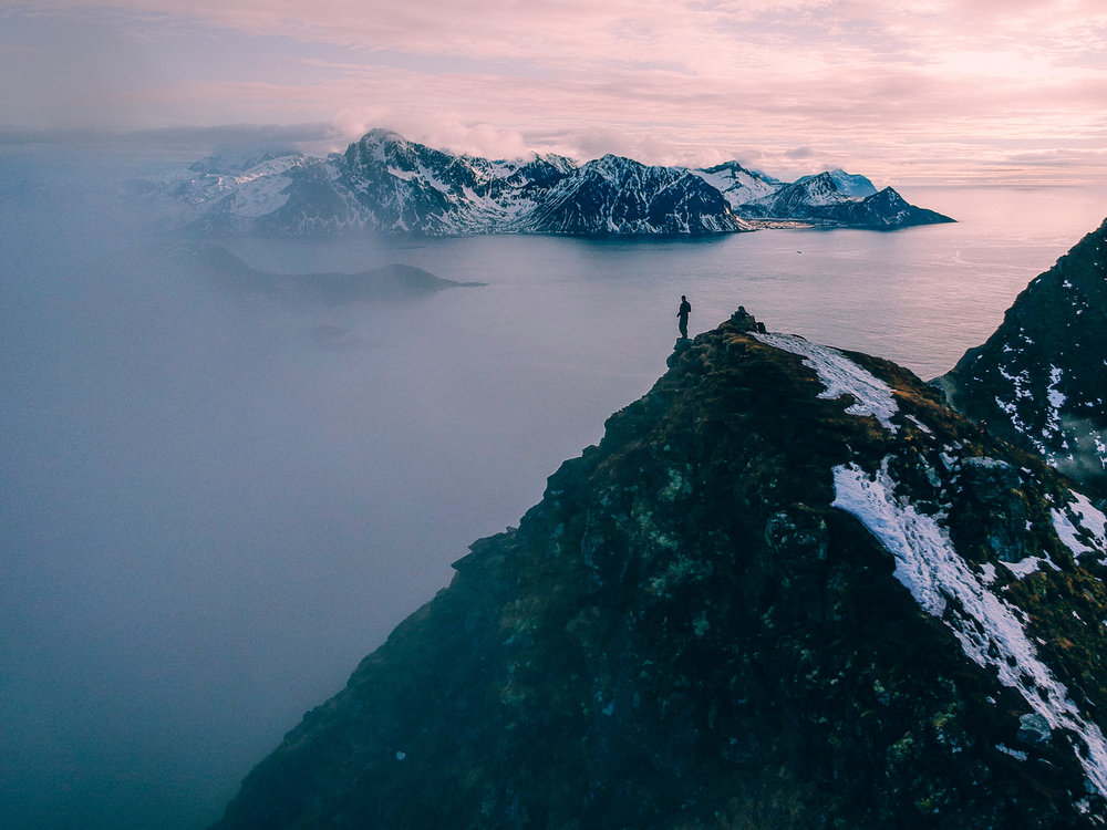 mannen-mountain-lofoten-islands
