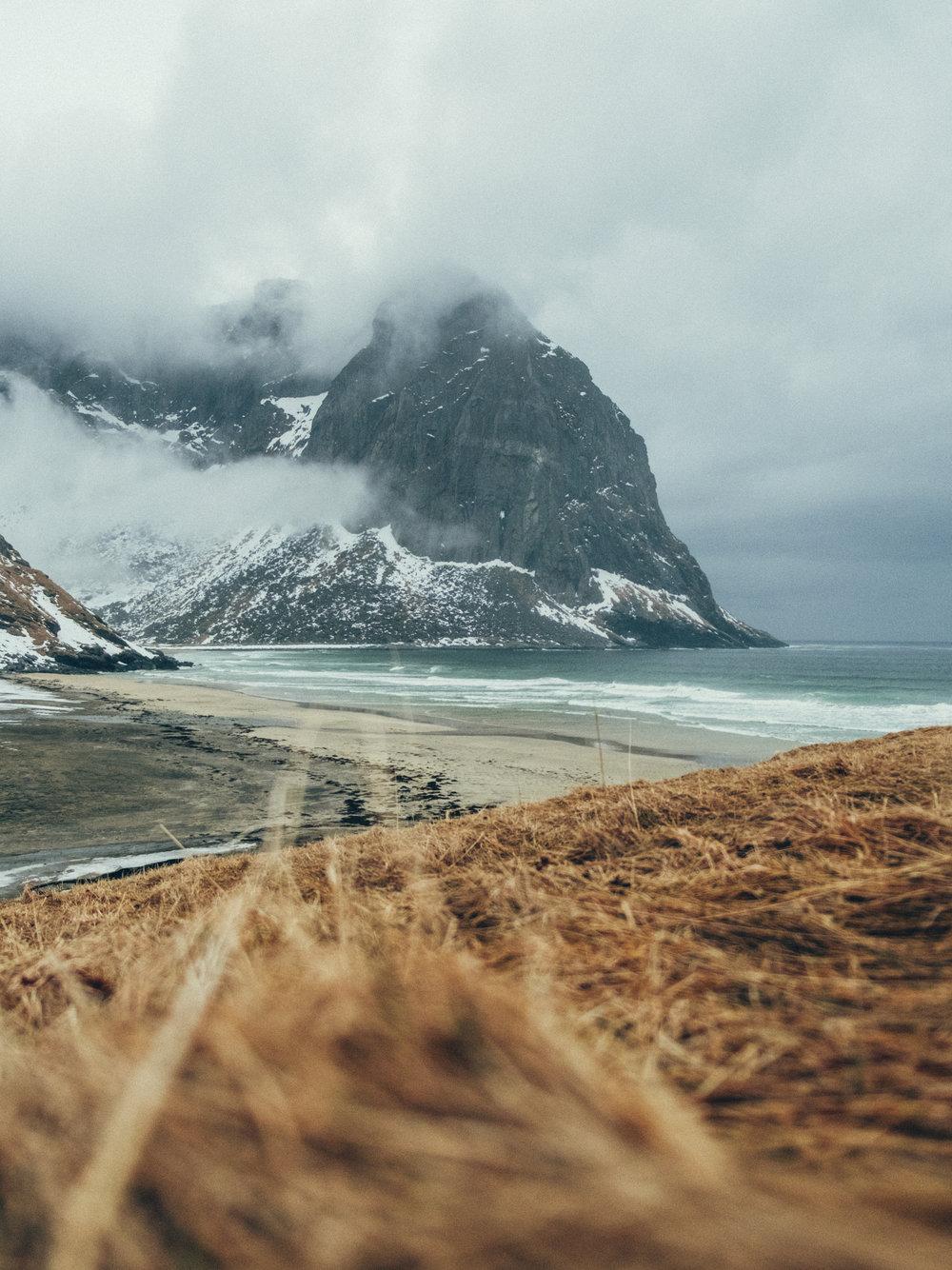kvalvika-beach-snow