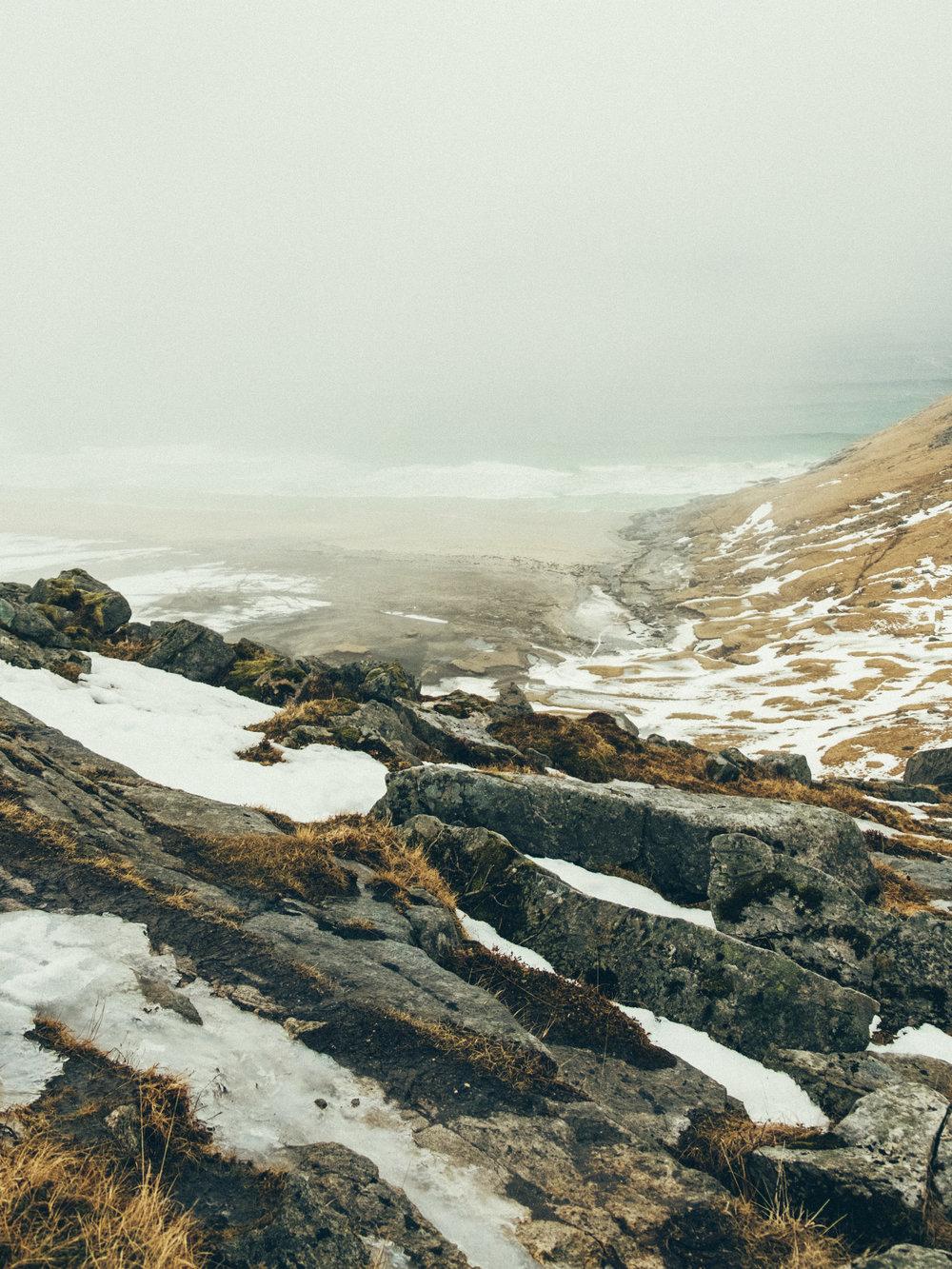 kvalvika-beach-mist