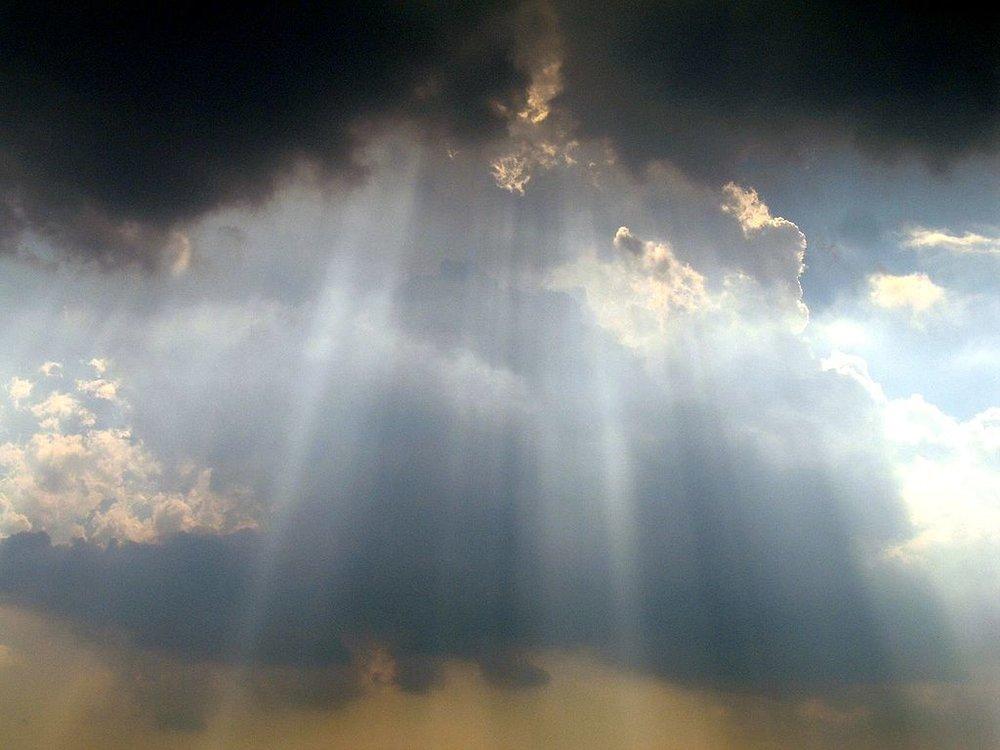 1024px-Sky_over_Washington_Monument.JPG