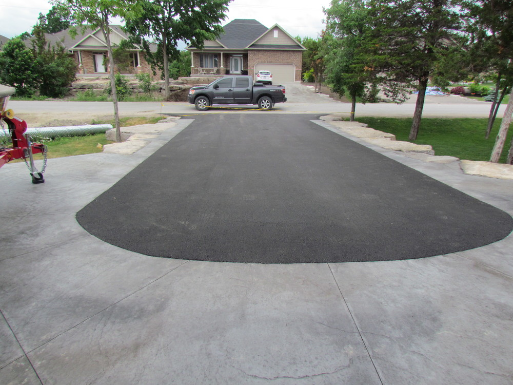 Driveway apron and borders in Seamless Roughstone and Midnight Bay colour.JPG