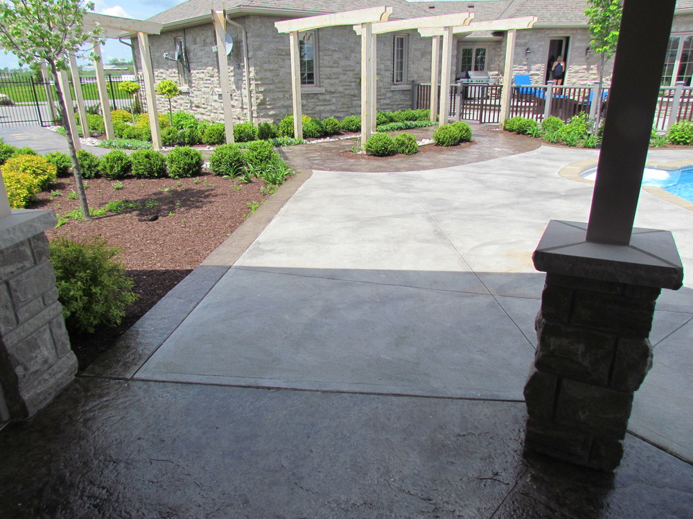 Seamless Roughstone Borders with acid stain plain pooldeck.JPG