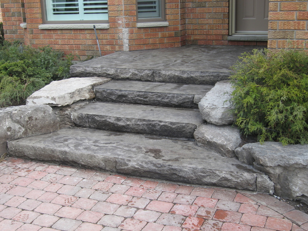 Seamless Roughstone Stairs in Natural Limestone Colouring.JPG