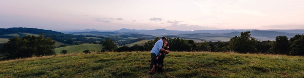 Couple_on_mountaintop_in_raphine_virginia_engagement_session_by_jonathan_and_hannah_photography