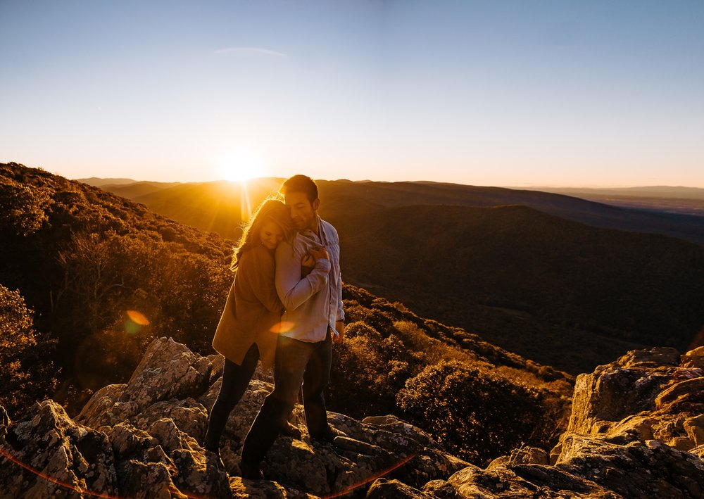 Husband_and_wife_anniversary_portraits_on_mountain_at_Ravens_Roost_virginia_by_Jonathan_and_Hannah_photography