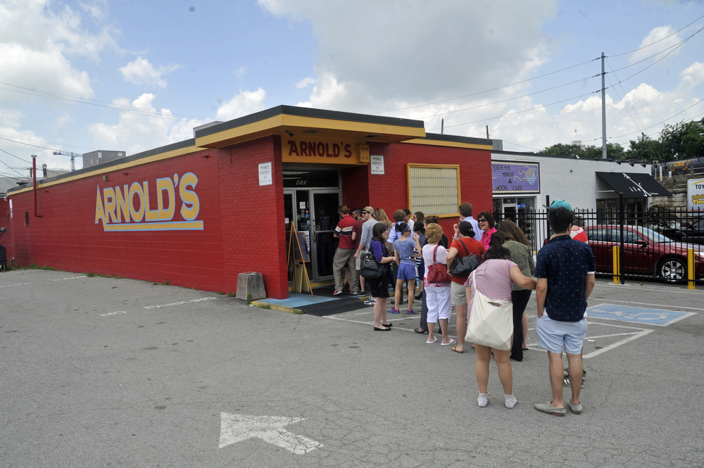 Dsc1015 Copy Crowd In Line At Arnolds Classic Meat N Three Jpg