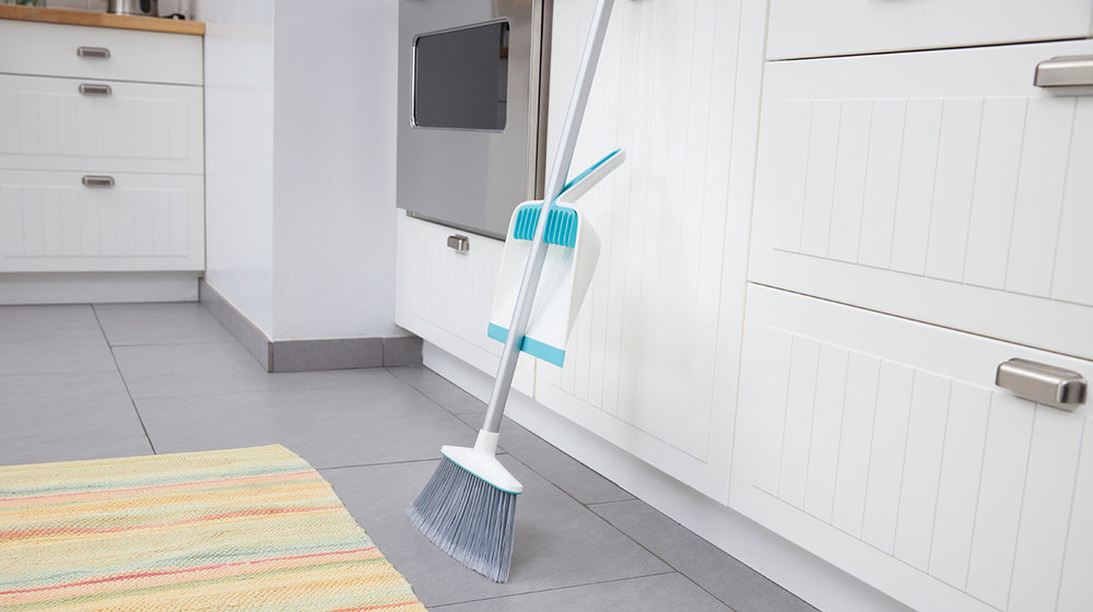 Broom+Groomer+with+Broom+(1).jpg