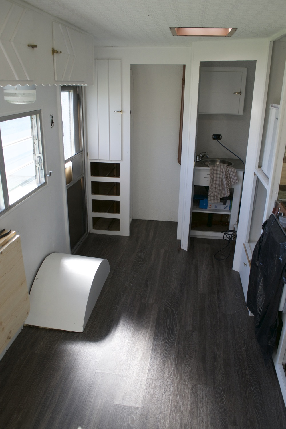Reasons to install vinyl plank flooring in your trailer or rv vinyl plank flooring was both aesthetically pleasing and functional the perfect compromise dailygadgetfo Choice Image
