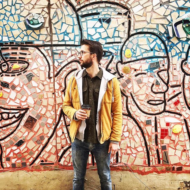 Carson spotted outside the @phillymagicgardens. We stopped to admire these murals in alleyways, side streets and facades all over City Center. . . . #philadelphiaphotographer #visitpa #pahappysnaps #pahappy #passionpassport #travelgram #phillygram