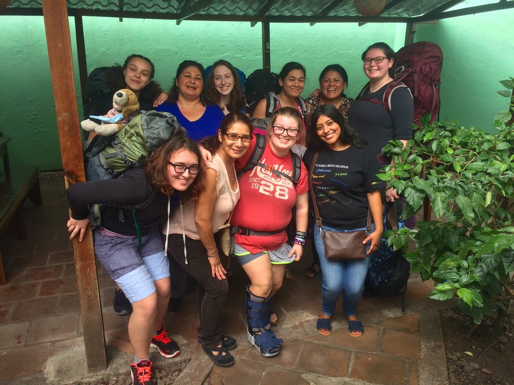 The group heading to homestays with their Nicaraguan mamas.