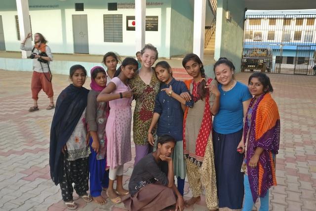 Kari with Indian school girls.jpg