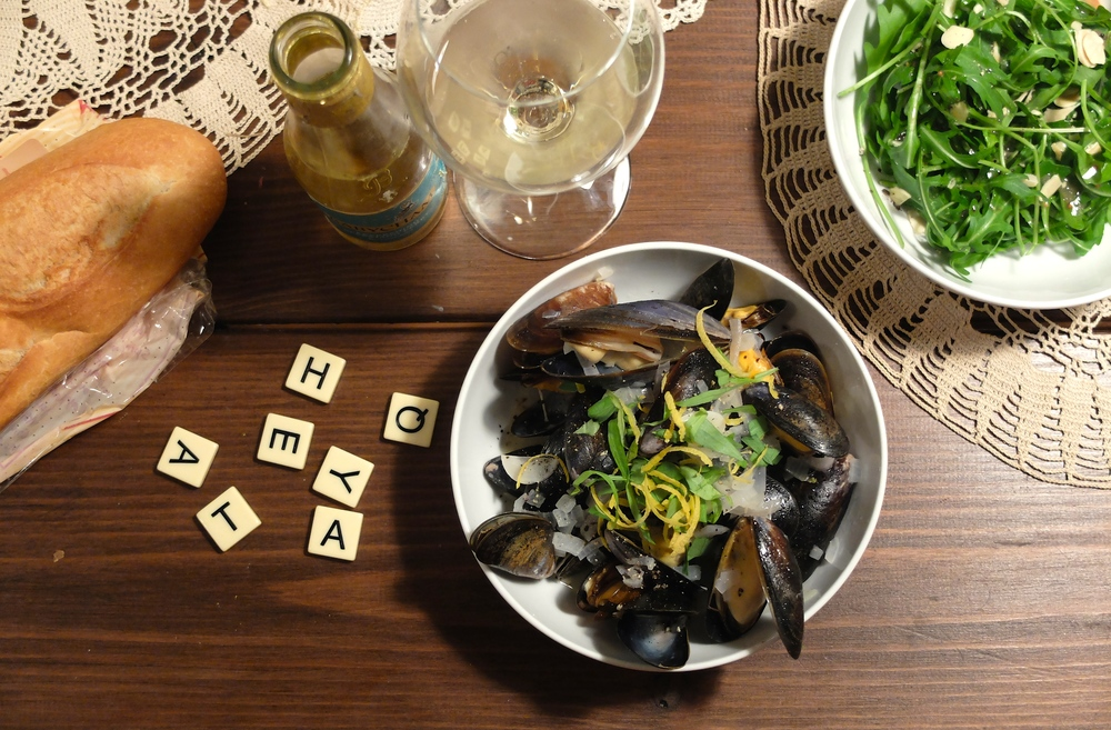 Mussels, Arugula, Sparkling wine and bananagrams? Sounds like a perfect saturday night in to me!