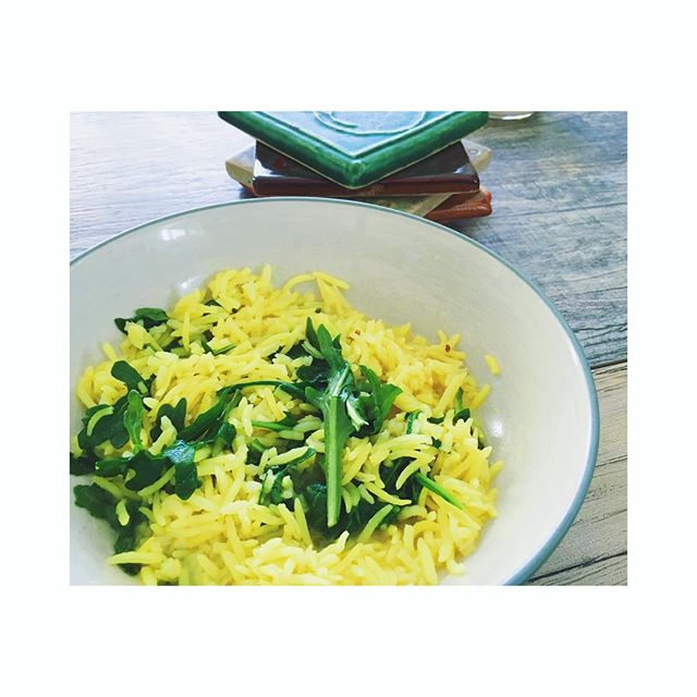 So this lunch was divine after my morning #vinyasaflow ! Turmeric and cumin rice with arugula and sea salt...and that is literally it! Sound too simple to be true? Yeah, it did to me too but I was insanely satisfied ♥️ Cook up some basmati rice, sautée in some coconut oil or ghee, season with turmeric, Celtic sea salt and cumin, toss with arugula. BOOM 👊🏼 Turmeric and cumin aid digestion, arugula is great for the liver, ghee or coconut oil for some healthy fats. In addition, turmeric is highly anti-inflammatory and anti-parasitic. It can also help with bloating. I swear #turmeric is the greatest healing tool I have found in life...the root of miracles! We are not just talking about yummies here, we are talking about healing too 🙌🏼 #beyondnutrition #heal #healing #health #selflove #selfcare #nourish #simplydelicious #rootofmiracles